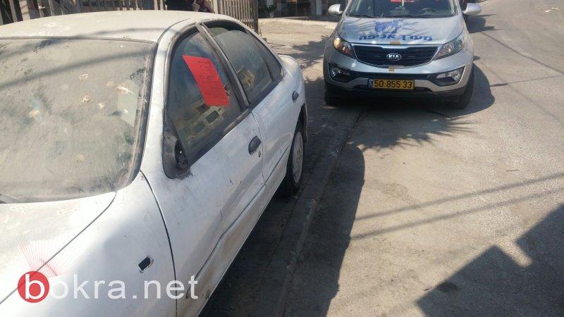 حملة جديدة: شرطة بلدية ام الفحم تنذر أصحاب السيارات المتروكة قبل إزالتها