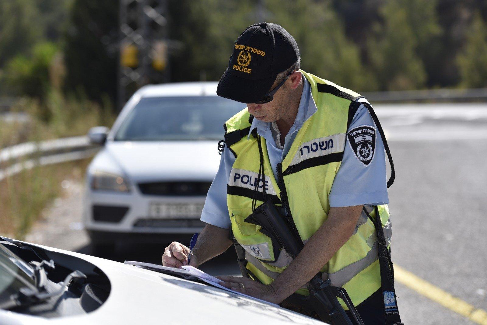 شاهدوا كيف يقوم عناصر الشرطة بتصويركم أثناء القيادة .. تحرير مئات المخالفات