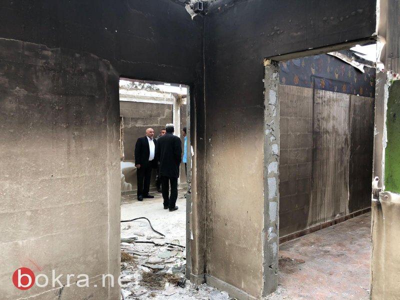 النائب طلب يتفقد بيتا يأوي عائلتين احترق بالكامل في قرية المشاش ولطف الله انه لم يصب أحد بأذى