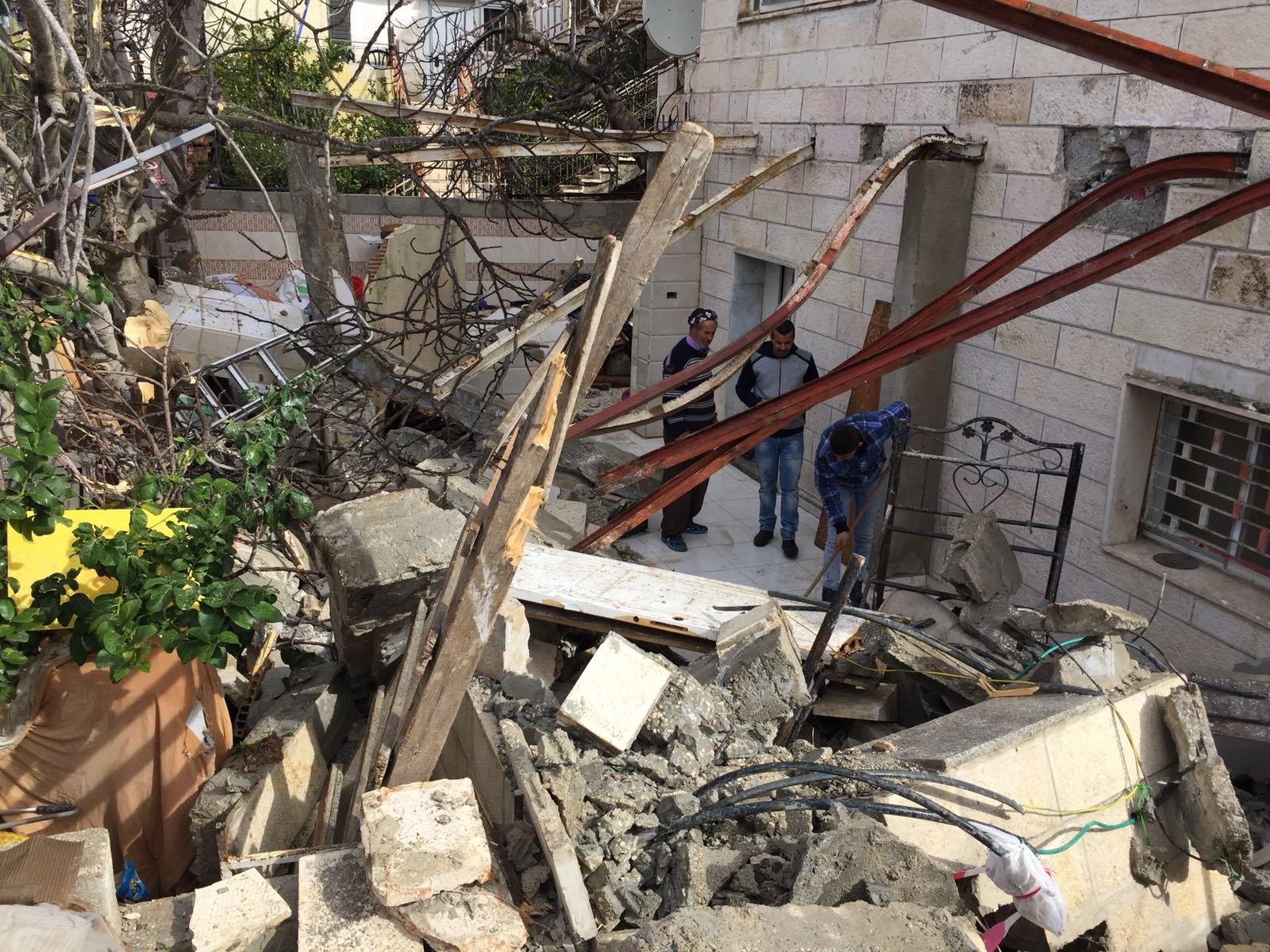 القدس: هدم جزء من منزل ببيت حنينا بحجة عدم الترخيص