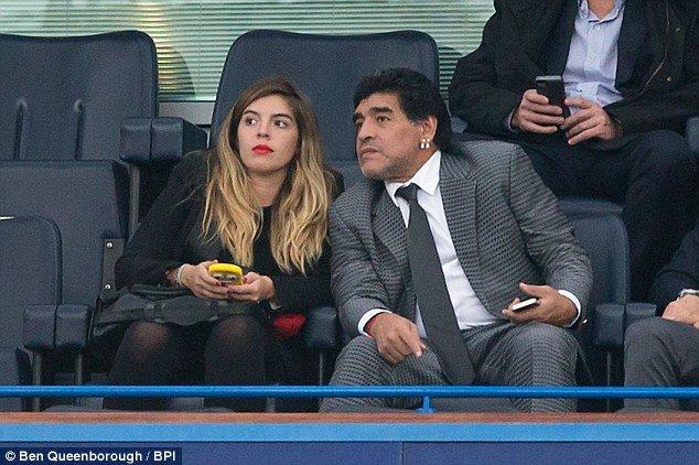 صديقة مارادونا تكشف أسراره الشخصية.. وابنته: أنت وضيعة