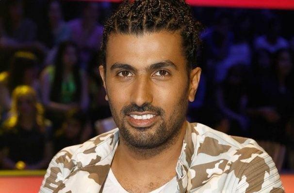 مخرج عربي في ورطة.. يطلب صورًا من الفتيات مقابل أدوار لهن!