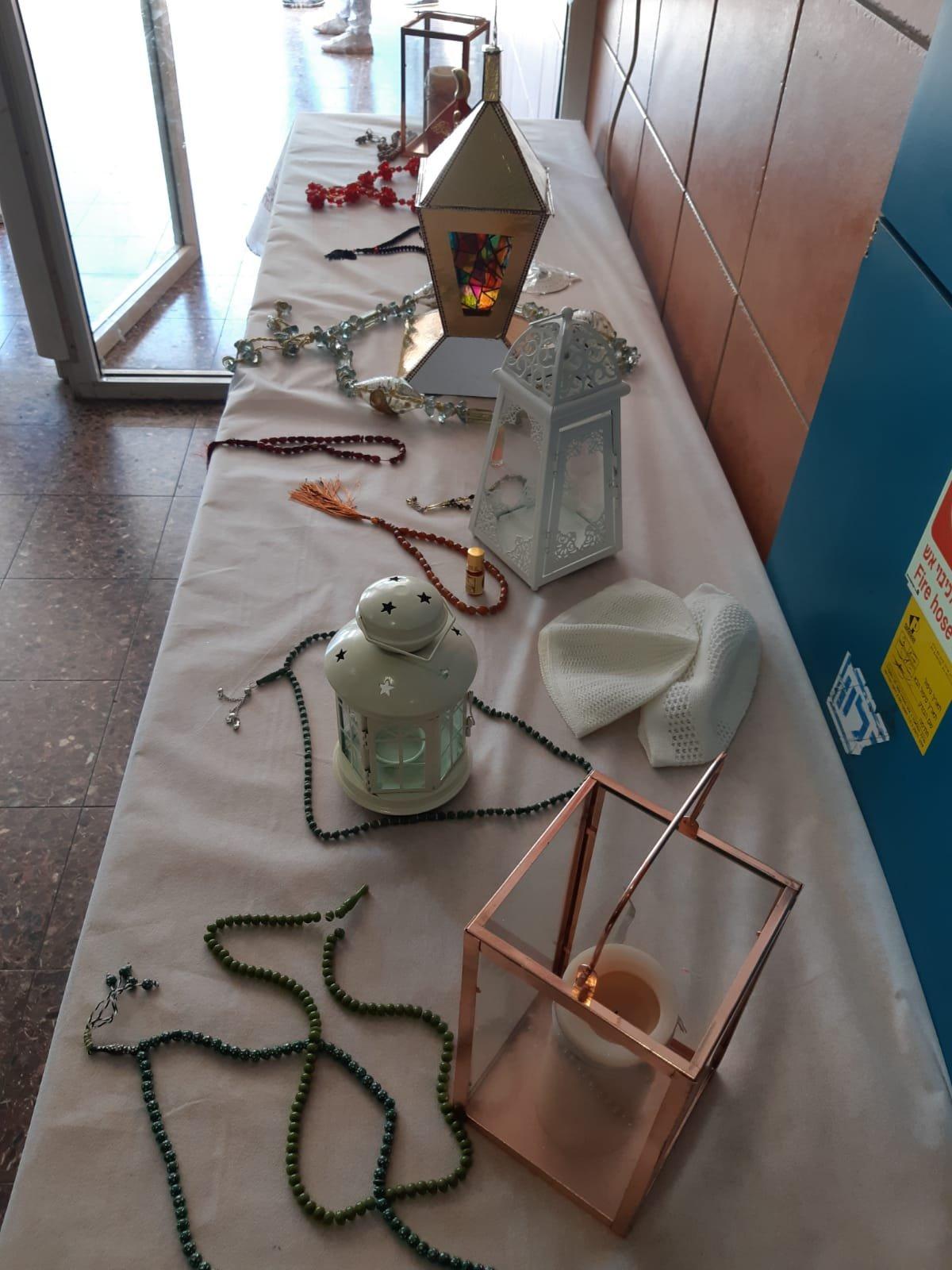 مدرسة المتنبّي في حيفا تحتفي برمضان وتوزّع الهدايا