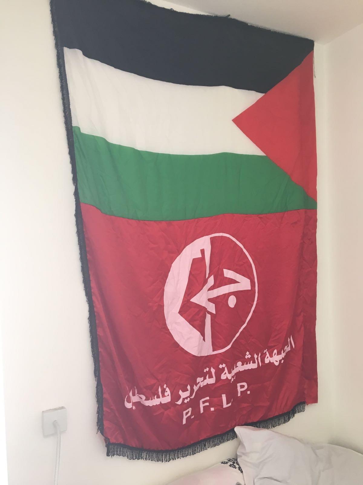 التحقيق مع طالب بجامعة تل أبيب بسبب تعليق صور لشخصيات فلسطينية وطنية في غرفته
