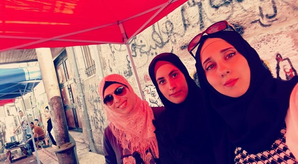 حنين غانم صاحبة مشتل وتشتكي عن اقبال المتسوقين في سوق  السبت بجنين