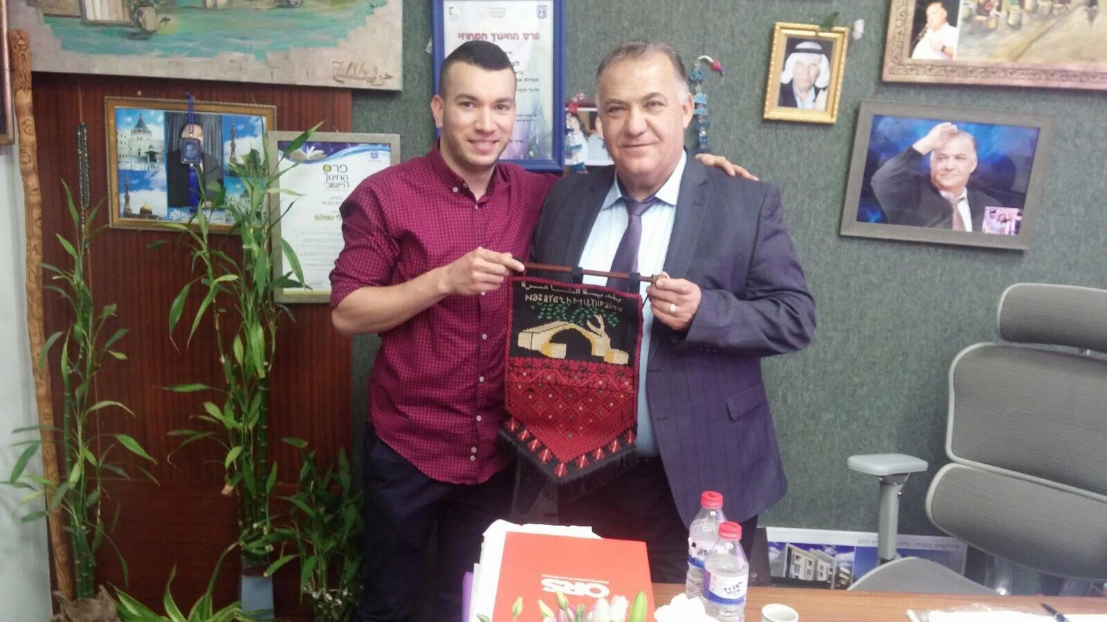 النصراوي اسيل عرفات صفدي يتألق في فن الطهي ويلتقي رئيس بلدية الناصرة