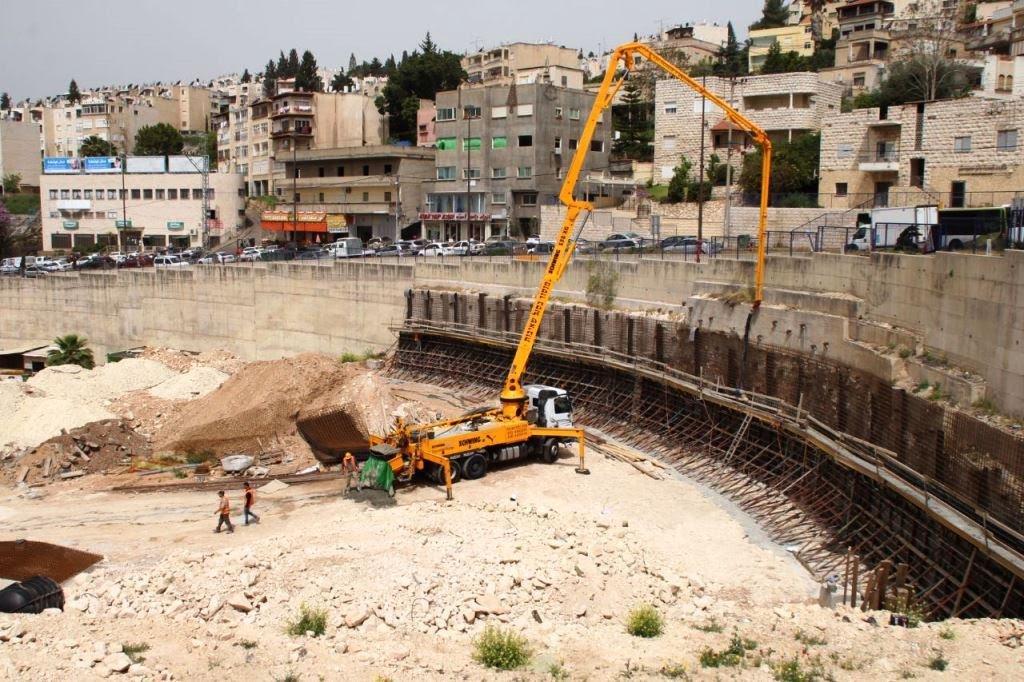 أعمال تطوير وتعبيد للشارع المحاذي لجسر بير الأمير