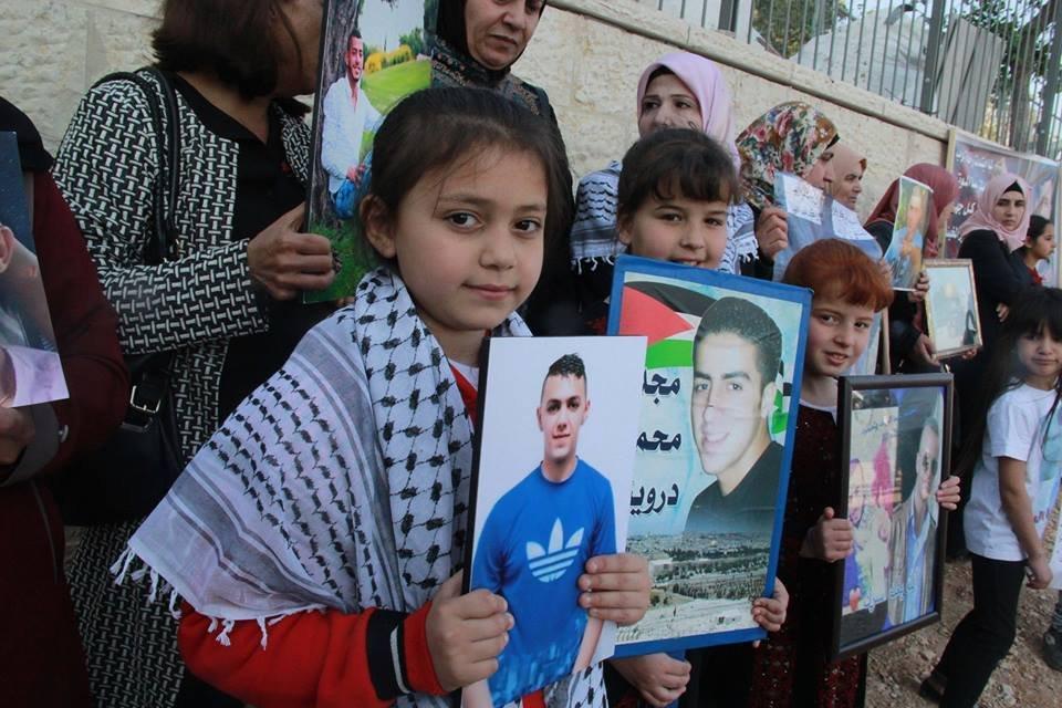 القدس: وقفة تضامنية مع الأسرى المضربين عن الطعام