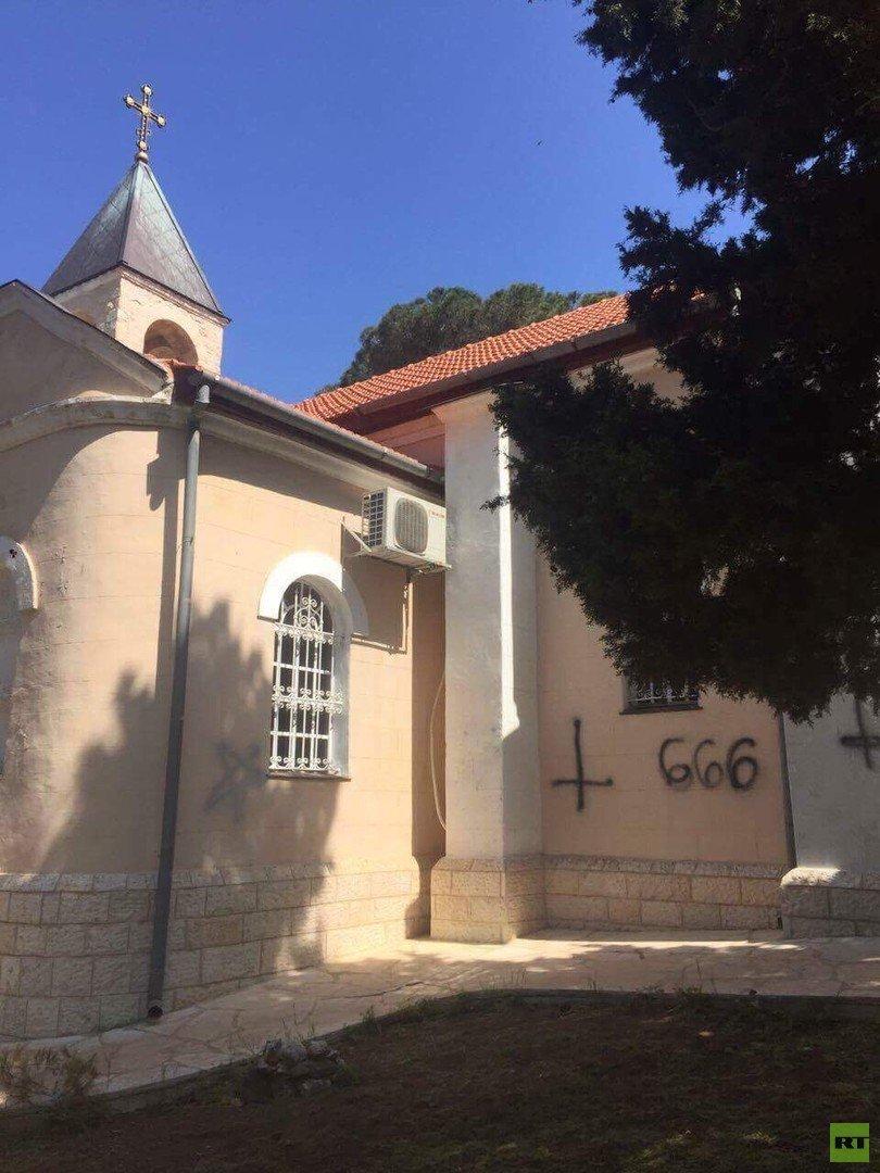 مجهولون يعتدون على كنيسة في حيفا!