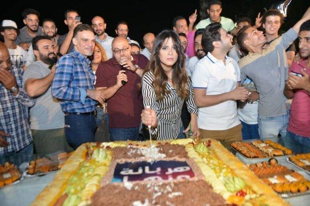 هكذا احتفلت ياسمين عبد العزيز بالـ
