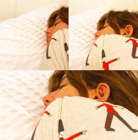 ابن زينة يصوّرها وهي نائمة في السرير... شاهدوا كيف بدت