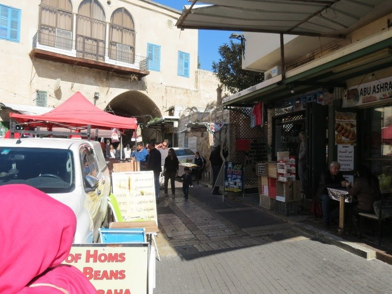 حركة نشطة في سوق الناصرة في البلدة القديمة