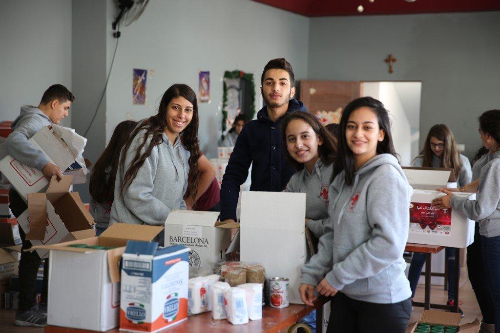 كشافة يسوع الناصري تعد 300 رزمة غذائية للعائلات المستورة
