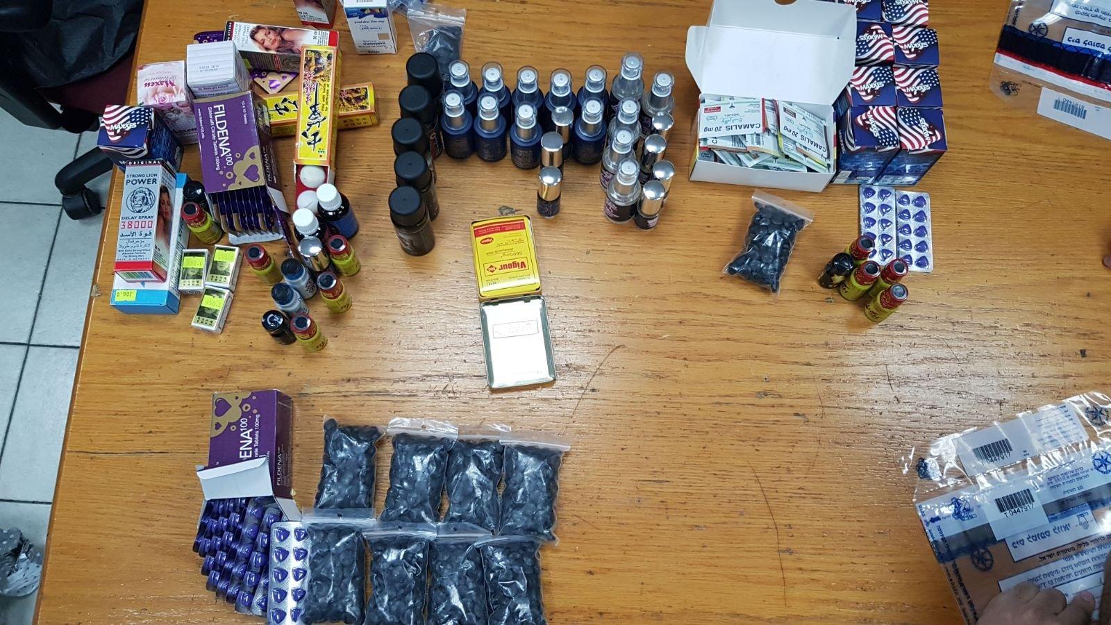 منتجات وأدوات جنسية مزيفة في حوانيت الجنس بتل أبيب واعتقال 4 مشتبهين