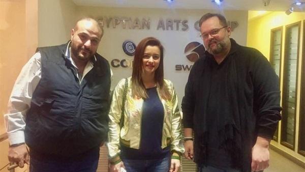 نور اللبنانية تحتفل بعودتها لدراما رمضان بجلسة تصوير