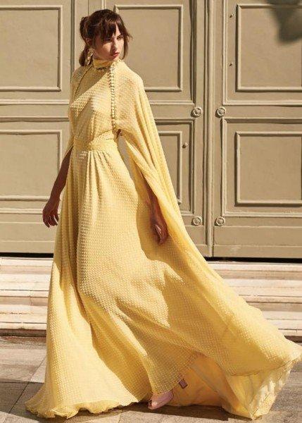 للمحجبات: فساتين باللون الأصفر لإطلالة مفعمة بالحيوية