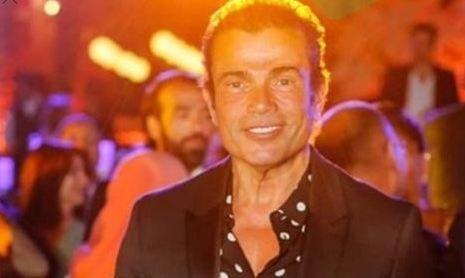 علامات التقدّم بالسن تظهر على عمرو دياب