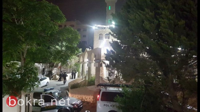 الشرطة تقتحم مسجد الفاروق بأم الفحم ومنزل إمامه، وتعتقل الإمام