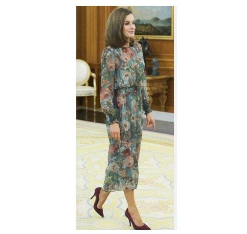 ملكة إسبانيا بكامل اناقتها بفستان بسيط ورخيص الثمن