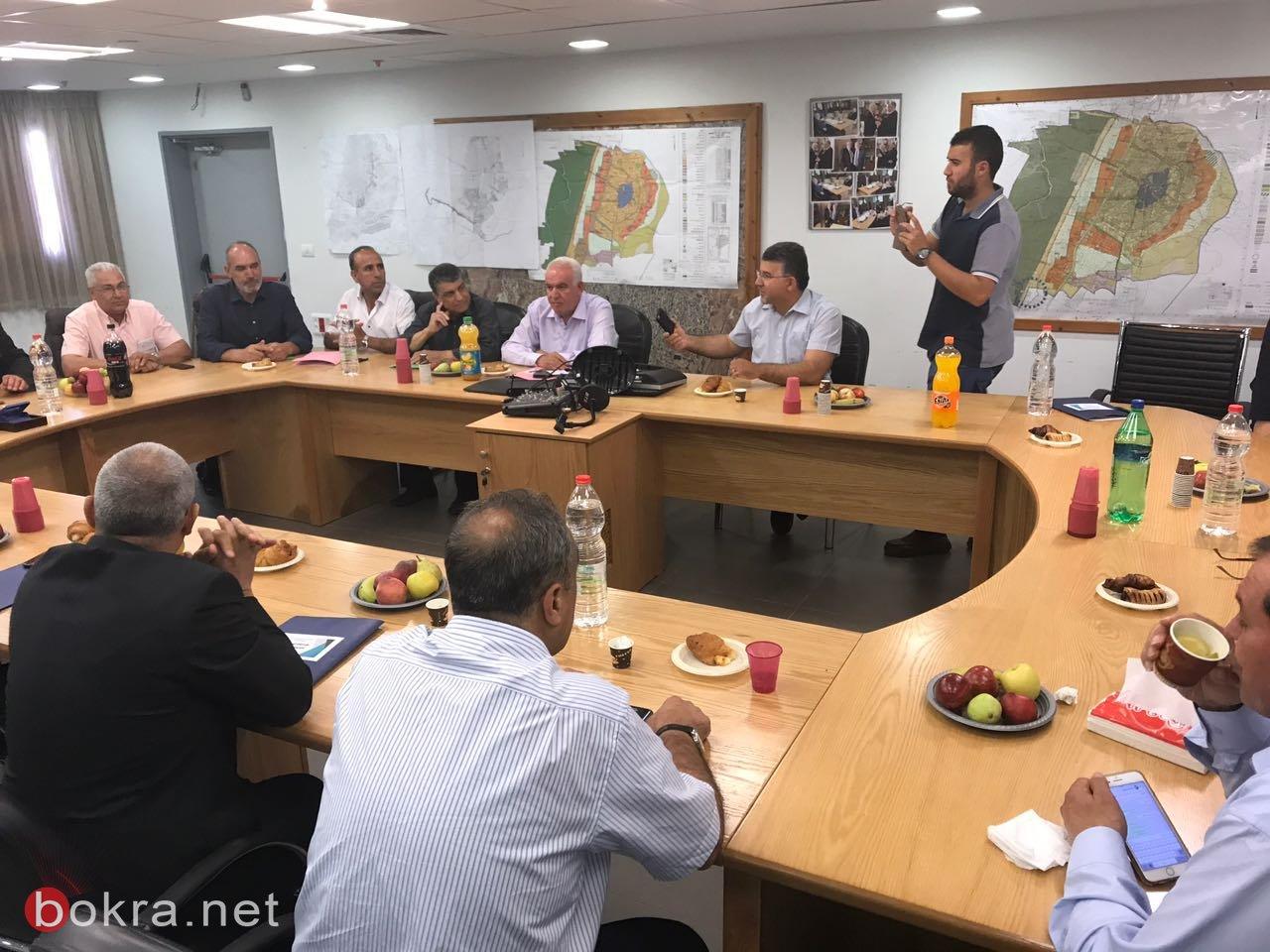اجتماع طارئ للمتابعة في بلدية الطيبة، والإضراب لا يشمل المدارس