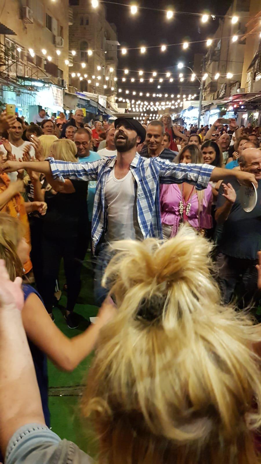 حفلات تافيرن يونانية في سوق تلبيوت في حيفا