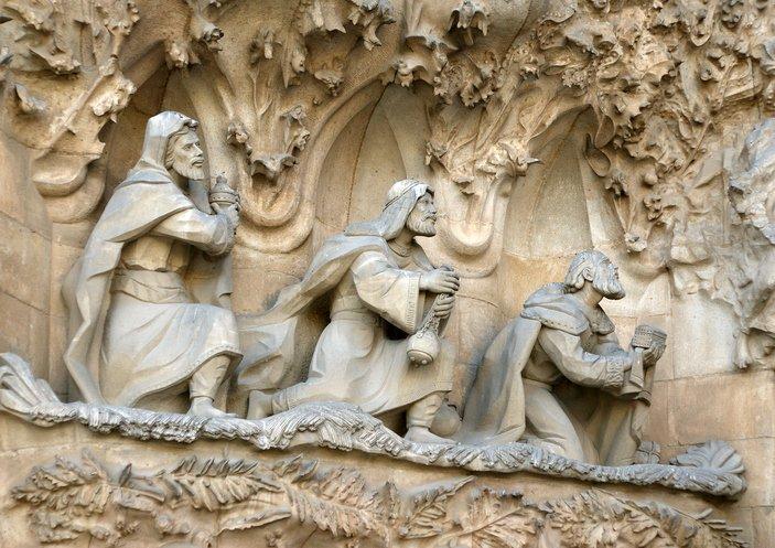 كنيسة  ساغرادا فاميليا  عراقة معمارية وتاريخية