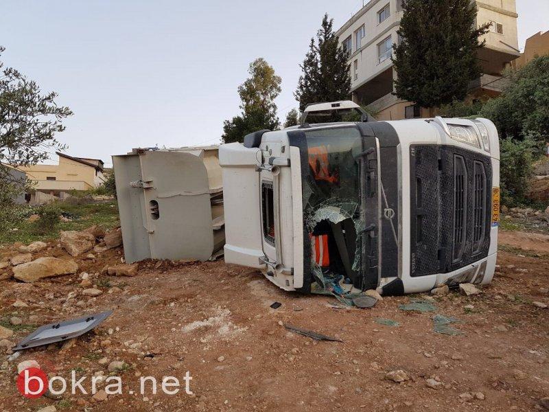 اصابة شاب(50 عاما) من عرابة بحادث طرق وسقوط اخر عن علو في دير الاسد