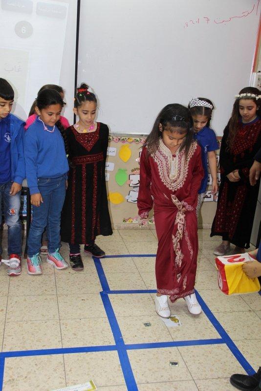 مدرسة ابن رشد الابتدائية تكلل موسم قطف الزيتون وتحتفل به