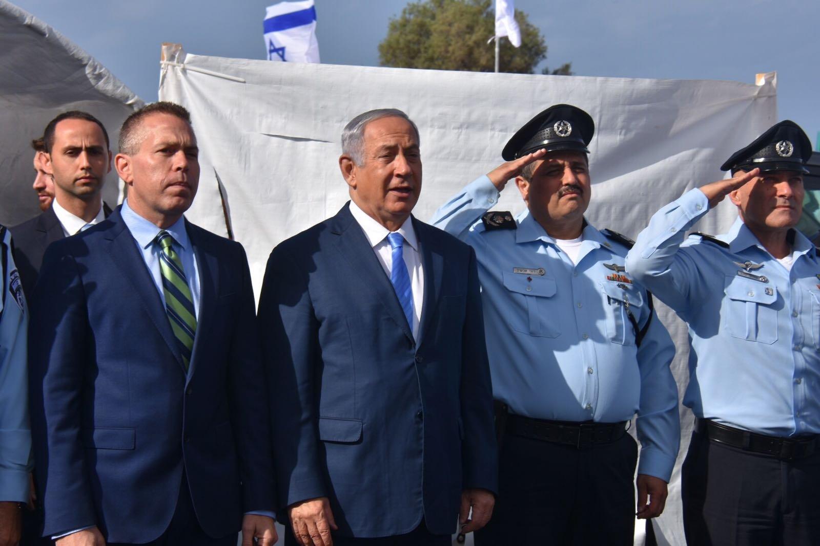 نتنياهو واردان والشيخ في حفل افتتاح قسم الشرطة الجديد بجسر الزرقاء