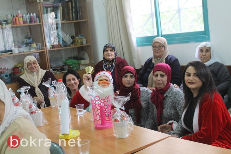 سخنين: بابا نويل يزور نادي الامل للمسنين ويوزع الهدايا