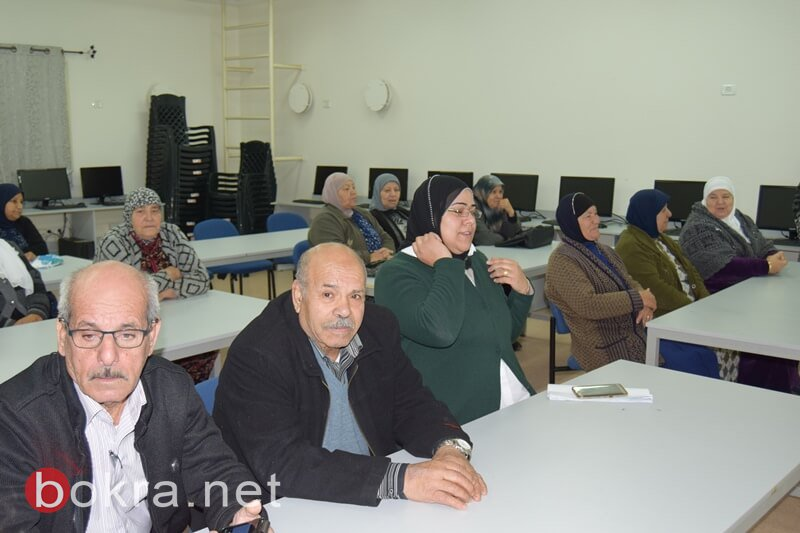 في ثانوية عيلوط .. مشروع فريد يدمج تعليم الأجداد الى جانب الأحفاد