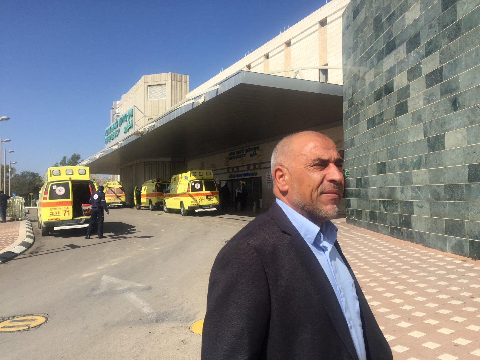 النائب طلب ابو عرار يزور الأطفال الذين اصيبوا خلال حريق بيت بقرية حورة