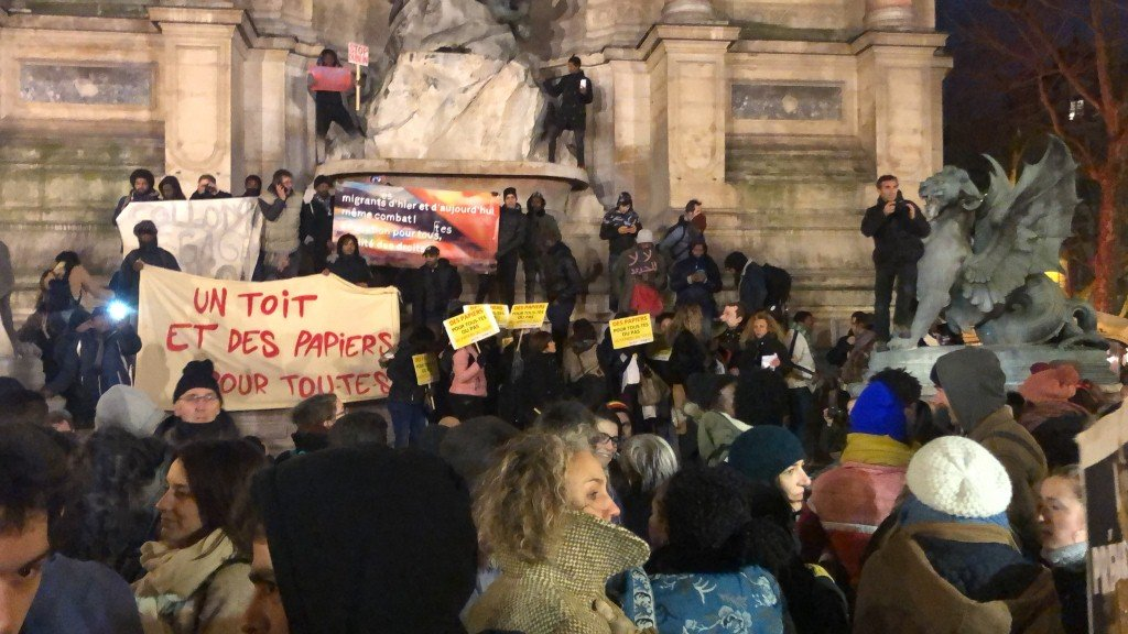 باريس: تظاهرة للمهاجرين ضد التعديلات على قانون الهجرة واللجوء