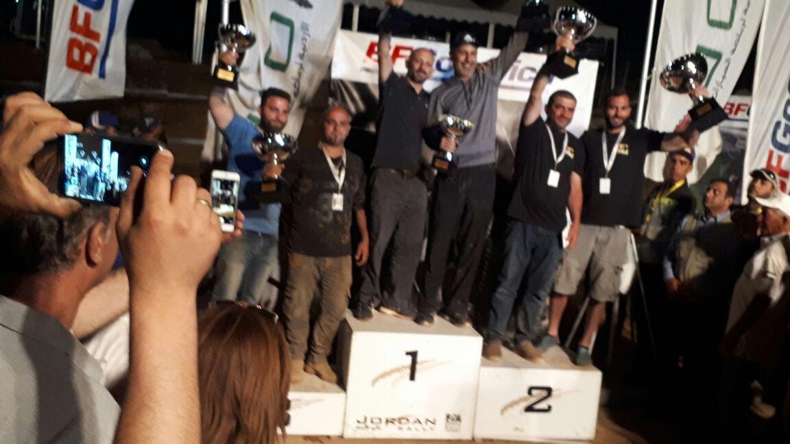 النحفاوي فارس سعيد يحقق المركز الاول في سباق للسيارات في الأردن