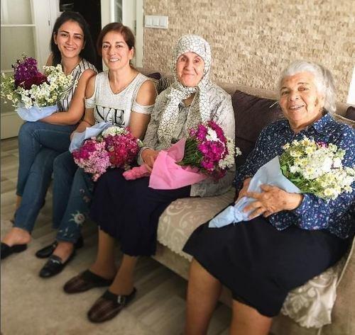 سر زيارة فهرية أفجين عائلة خطيبها بوراك أوزجيفيت