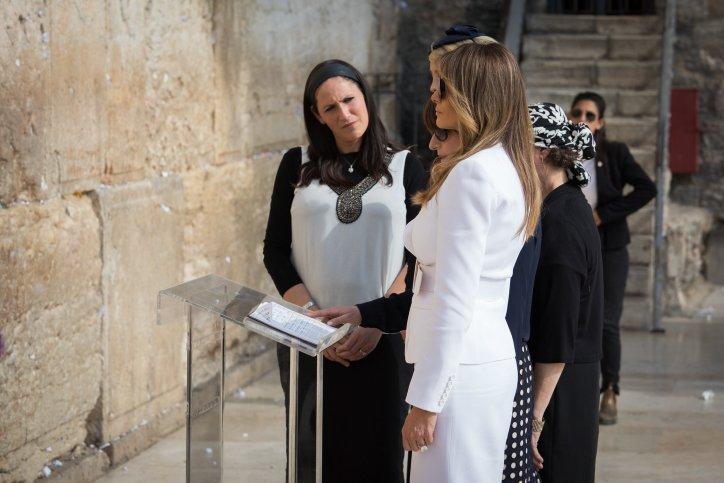 ترامب يرتدي الكيباه ويزور كنيسة البشارة وحائط البراق