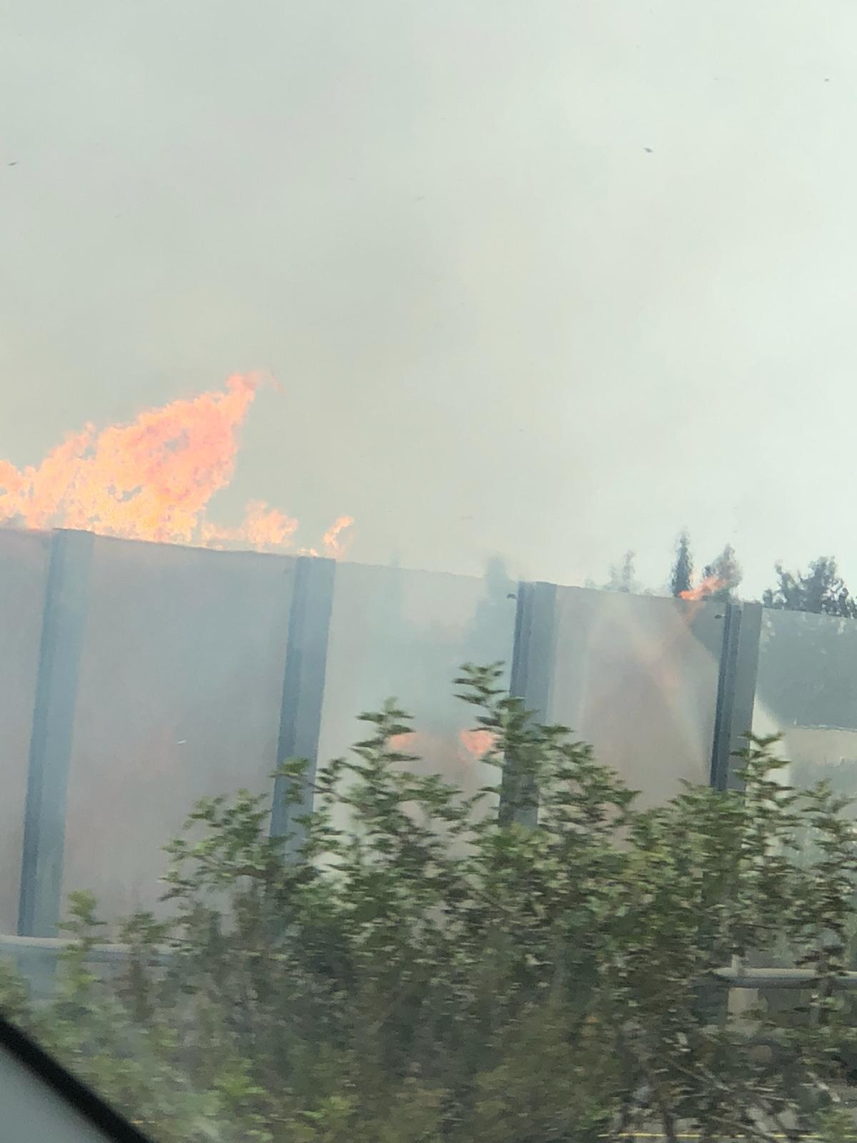 إعادة فتح شارع رقم 6  بعد اخماد الحريق
