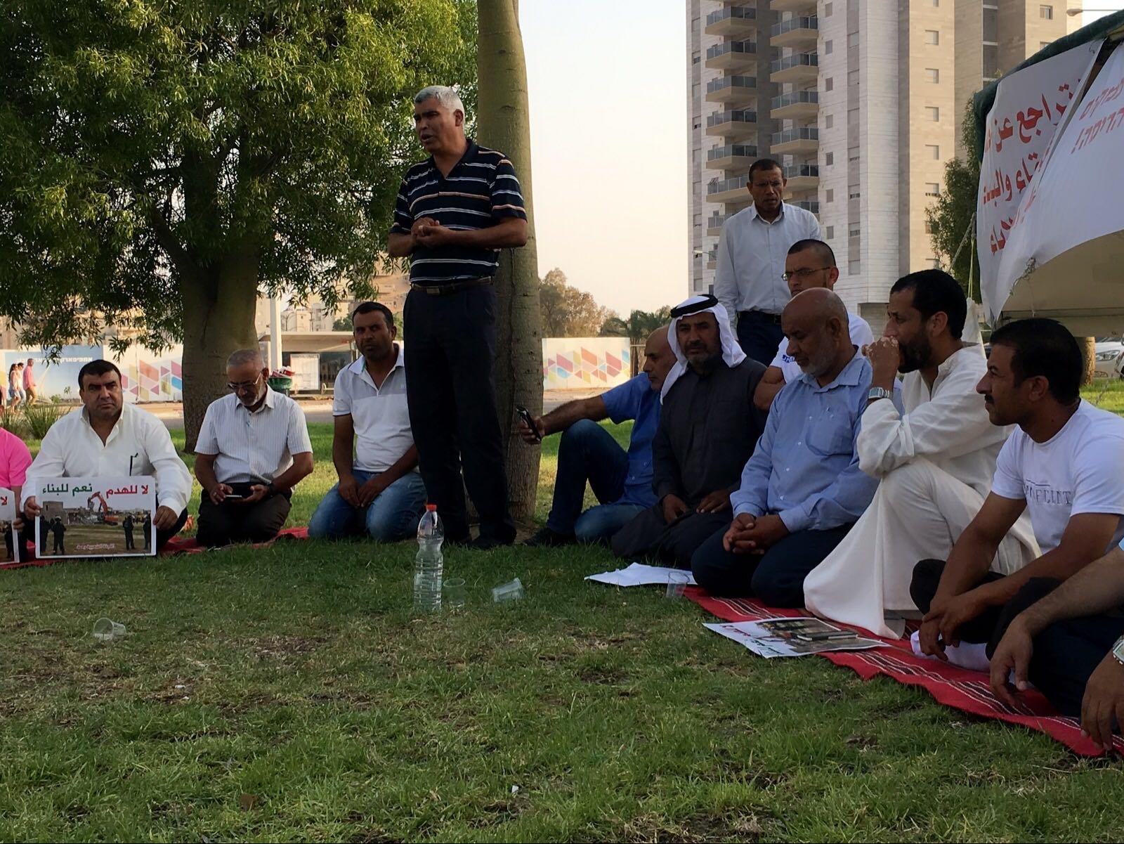رهط تنظم مسيرة تضامنية مع خيمة العزة والكرامة