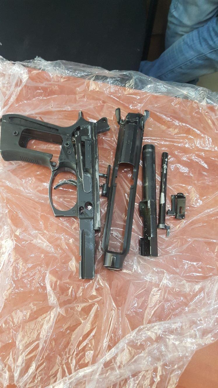 بالفيديو: هكذا تم العثور على مسدس في أم الفحم