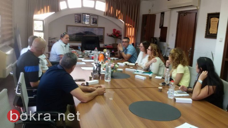 جلسة في مجلس الشبلي أم الغنم مع وفد من قطار إسرائيل لتوفير فرص عمل جديدة