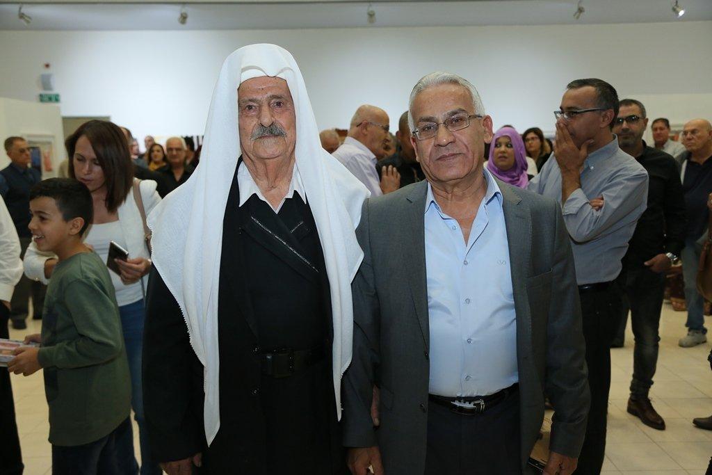 الفنان أسد عزّي يعود لشفاعمرو حاملًا 55 وجهًا