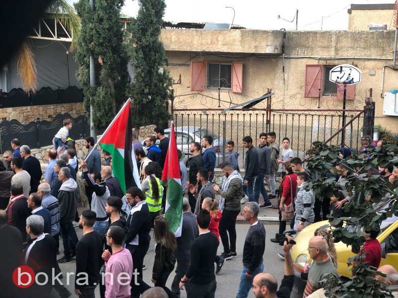 المئات يتظاهرون في الجديدة المكر تنديدًا بقرار ترامب بمشاركة قيادات عربية