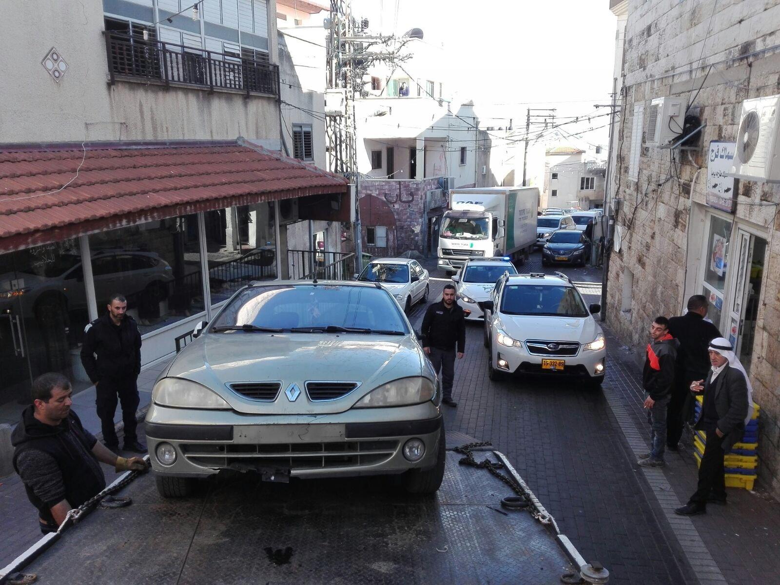 أم الفحم - بعد وضع الإنذارات: رفعُ 19 سيارة متروكة ومعطلة من شوارع المدينة