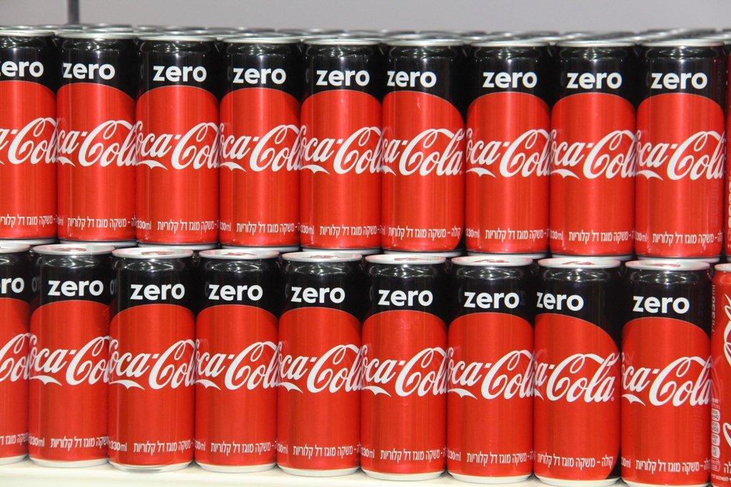 خطوة كوكا-كولا العالمية تصل لأول مرة الى البلاد: جميع مشروبات عائلة كوكا-كولا بمظهر جديد، دون أي تغيير في طعمة المشروبات