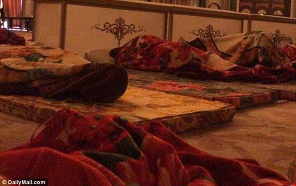 الديلي ميل تكشف: مرتزقة يعذّبون الأمراء السعوديين .. والوليد بن طلال عُلّق من قدميه!