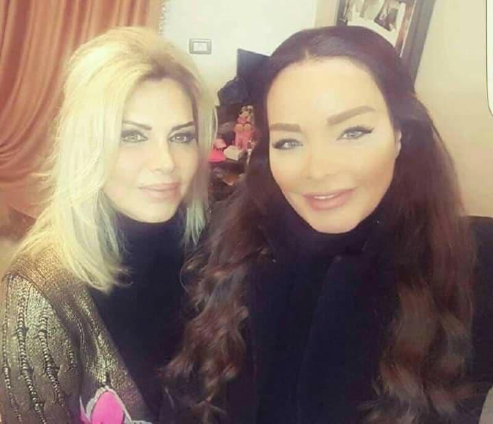 صور للفنانة تولين بكري تجمعها مع والدتها