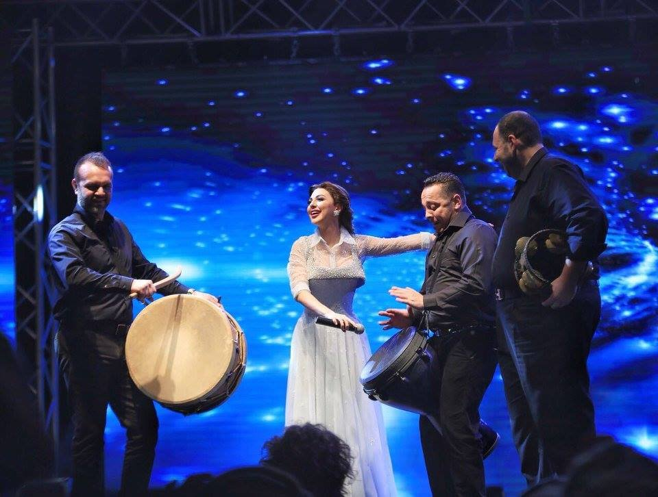 مسقط تستقبل ميريام فارس بزفة شعبية راقصة