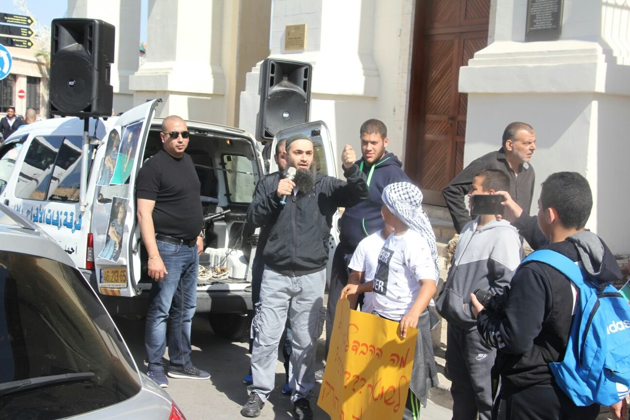سكان يافا يتظاهرون ضد تخاذل الشرطة