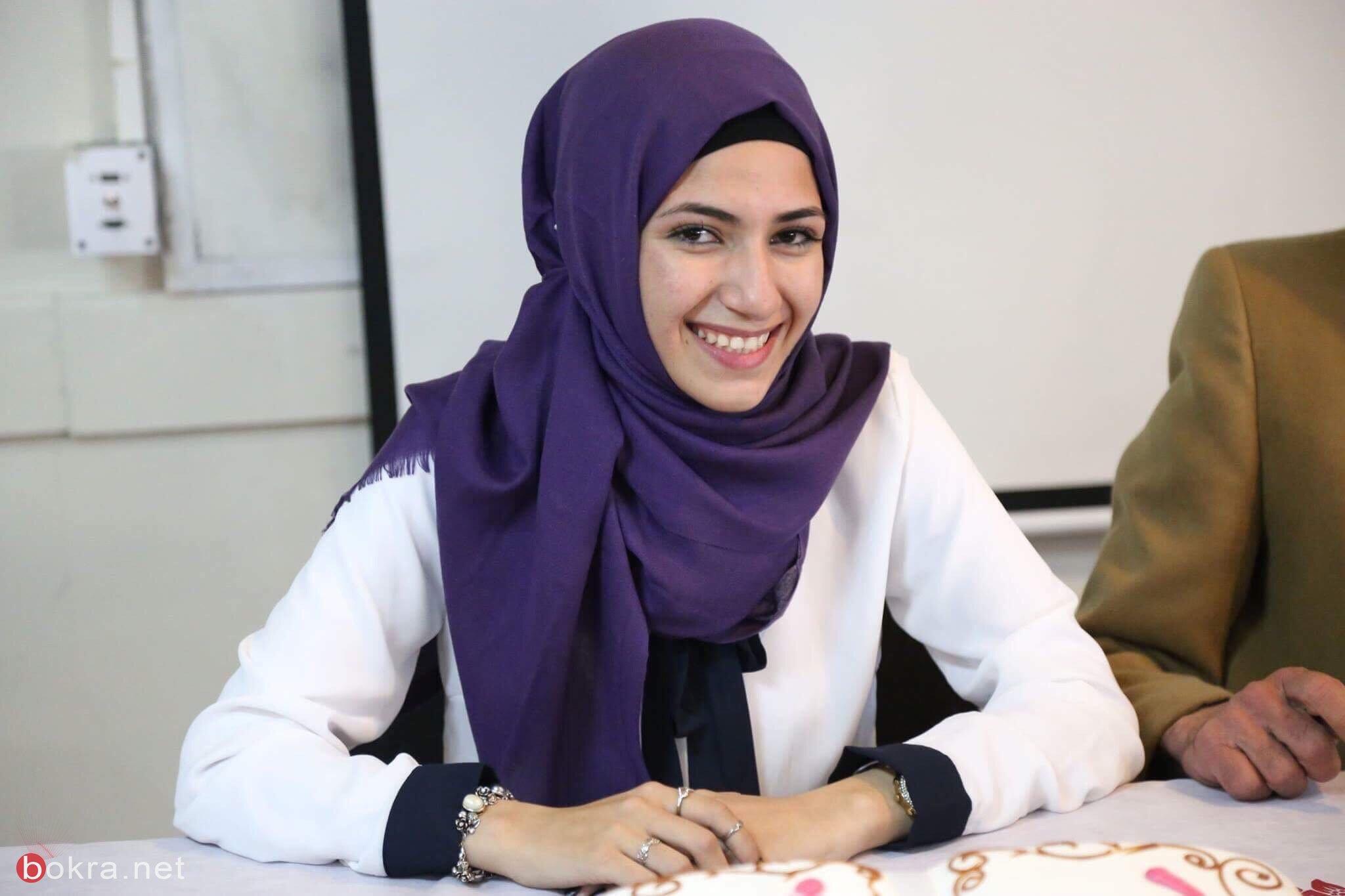 لُجين شوشة، كاتبة واعدة أصدرت كتابين رغم انها تلميذة في مدرسة