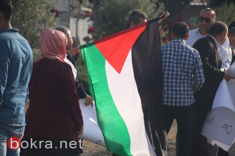 على مسامع الأسرى .. العشرات يتظاهرون أمام سجن مجيدو